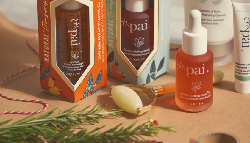 Pai Jade Roller Gift with Natural Treasures Gift Sets and Rosehip BioRegenerate Oil